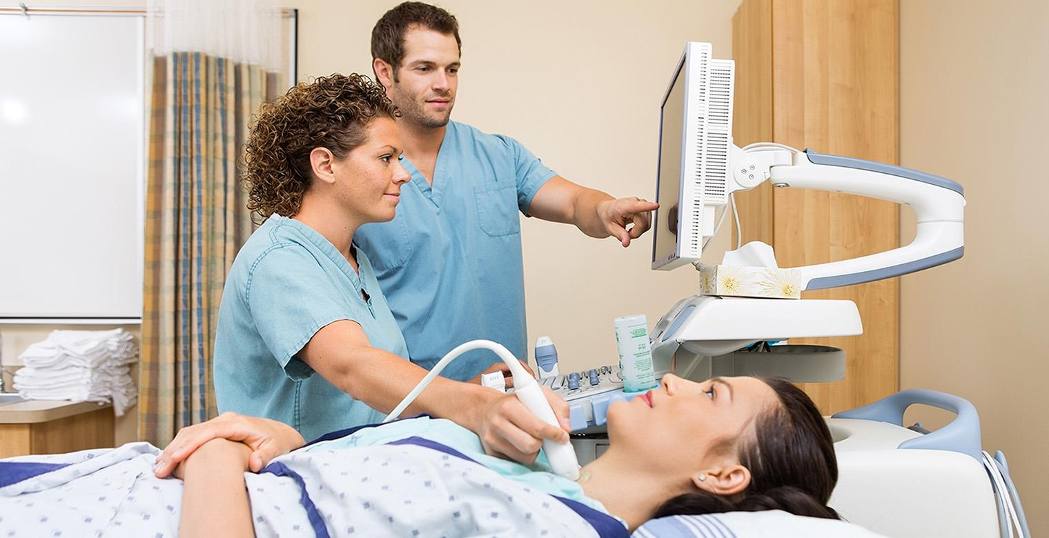 ultrasound technician Ultrasound technician salary in 2015, the median salary for medical sonographers was $68,970/year, according to the bls  the bls adds that the bottom 10% of ultrasound technologists made $48,720/year, whereas the top 10% made $97,390/year.